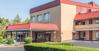 Econo Lodge West Haven - West Haven