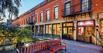 River Street Inn - Savannah - Building