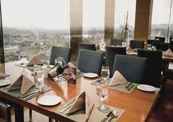 Ramada by Wyndham Songdo - Incheon - Restaurant