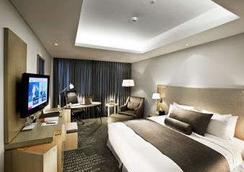 Ramada by Wyndham Songdo - Incheon - Bedroom
