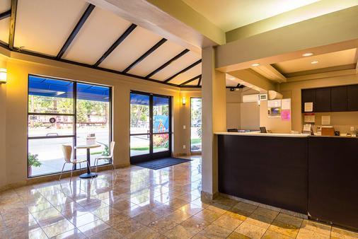 Studio 6 Concord Ca - Concord - Front desk