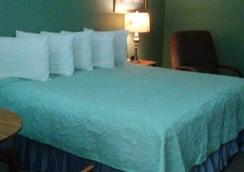 The Lodge - Eureka Springs - Bedroom