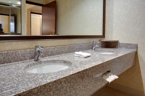 Drury Inn & Suites Terre Haute - Terre Haute - Bathroom