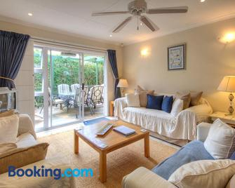 Dunwerkin Self Catering - Kenton on Sea - Living room