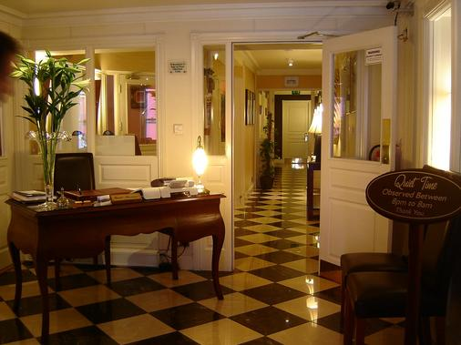 The Fairview Boutique Hotel - Killarney - Front desk
