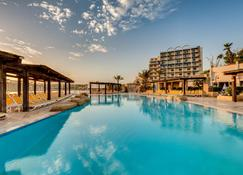 Ax Sunny Coast Resort & Spa - Saint Paul's Bay - Pileta