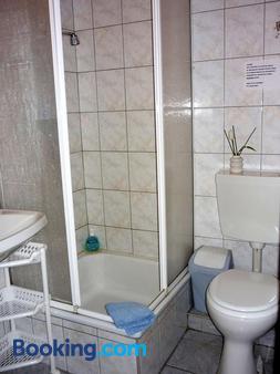 Haus Stuttgart - Obernberg am Inn - Bathroom