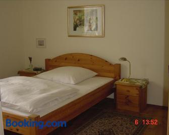 Hotel Schmidt - Selb - Bedroom