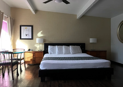 CCBC Resort Hotel - A Gay Men's Resort - Cathedral City - Bedroom