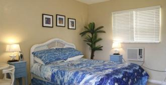 Oasis Palms Resort - Treasure Island - Bedroom