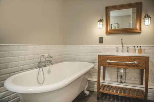 De Vere Wokefield Estate - Reading - Bathroom