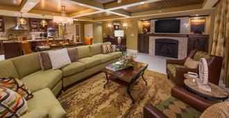 Holiday Inn Club Vacations Smoky Mountain Resort - גאטלינברג - סלון