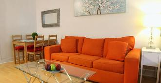 Apartment in Downtown Los Angeles near Convention Center - Los Angeles - Living room