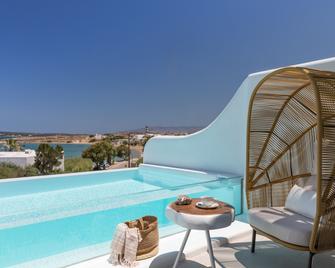 莉莉精品套房公寓 - 只招待成人入住 - 帕羅斯島 - 納烏薩 - 游泳池