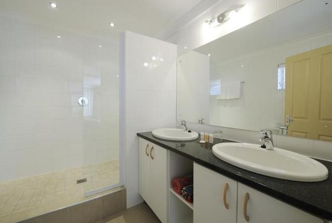Bishops Inn Guest House - Port Elizabeth - Bathroom