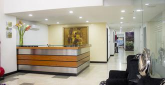 Hotel Lleras 10 - Medellín - Front desk