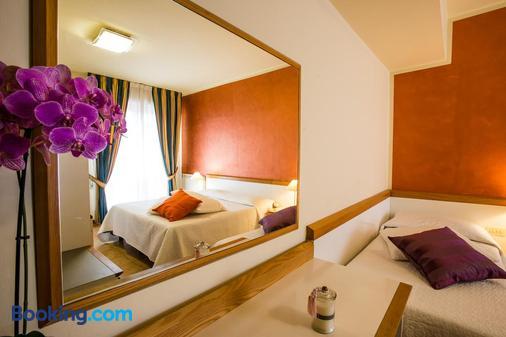 Hotel Roma - Pisa - Bedroom