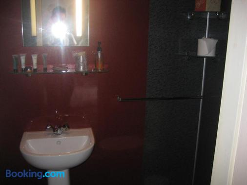 The Dragonfly - Blackpool - Bathroom