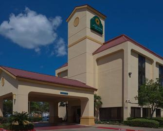 La Quinta Inn & Suites by Wyndham Houston Stafford Sugarland - Stafford - Building