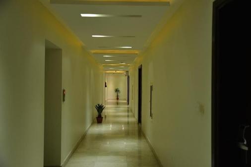 Jeddah Grand Beach Hotel - Jeddah - Hallway