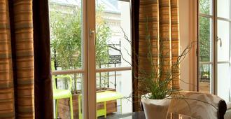 Hotel Le Petit Paris - París - Balcón