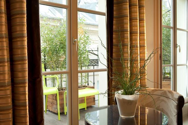 Hotel Le Petit Paris - Paris - Balcony