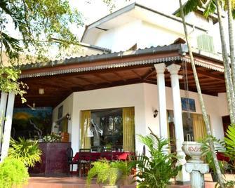 Home Feel Hotel - Gampaha - Building