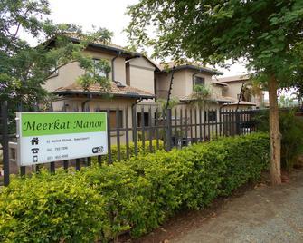 Meerkat Manor - Komatipoort - Building