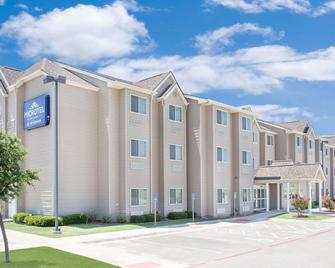 Microtel Inn & Suites by Wyndham San Angelo - San Angelo - Building