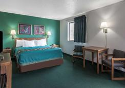 Super 8 by Wyndham New Stanton - New Stanton - Bedroom