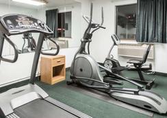 Super 8 by Wyndham New Stanton - New Stanton - Gym