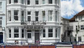 OYO Marine Parade Hotel - Eastbourne - Toà nhà