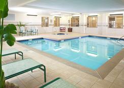 錫達布拉夫諾克斯維爾卡爾森鄉村套房酒店 - 諾克斯維爾 - 諾克斯維爾(田納西州) - 游泳池