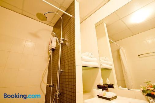 Sinsuvarn Airport Suite - Bangkok - Bathroom
