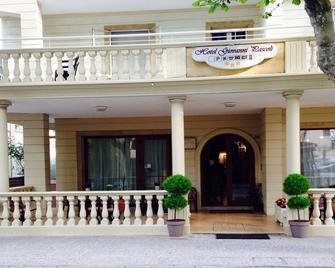 Hotel Pascoli - San Mauro a Mare - Gebouw