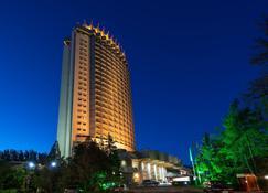 哈薩克斯坦酒店 - 阿拉木圖 - 阿拉木圖 - 建築