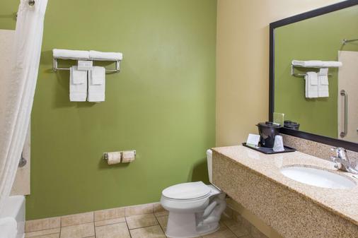 Sleep Inn & Suites - Bakersfield - Bathroom
