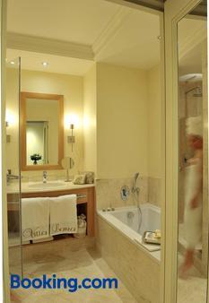 Villa Lara Hôtel - Bayeux - Bathroom