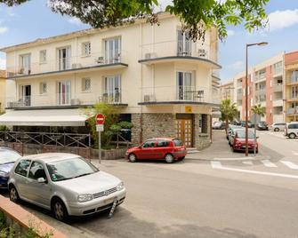 Hôtel Le Grillon D'or, Perpignan Sud (Inter-Hotel) - Le Boulou - Building