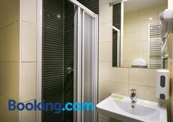 Hostel Moving - Zagreb - Bathroom