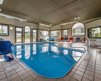 Comfort Inn & Suites Butler - Butler - Zwembad