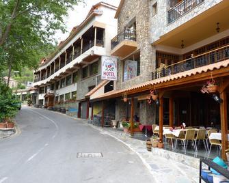 Mountain Rose Garden Hotel - Pedhoulas - Building
