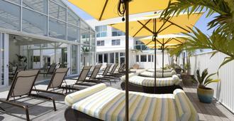Courtyard by Marriott Ocean City Oceanfront - אושן סיטי - פטיו