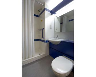 Travelodge Stonehouse - Stonehouse - Bathroom