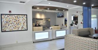 Holiday Inn Express Windsor Sonoma Wine Country - Windsor - Recepción