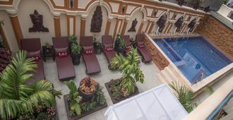 Reaksmey Chanreas Hotel - סיאם ריפ - בריכה