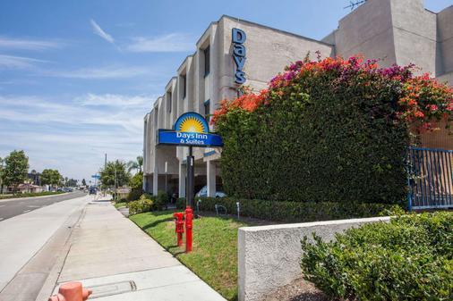 Days Inn by Wyndham Orange Anaheim - Orange - Rakennus