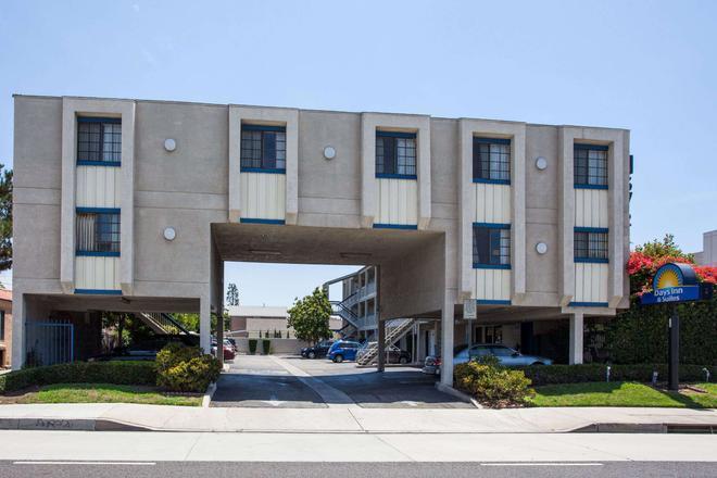 Days Inn by Wyndham Orange Anaheim - Orange - Building