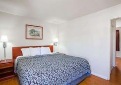 Days Inn by Wyndham Orange Anaheim - Orange - Bedroom