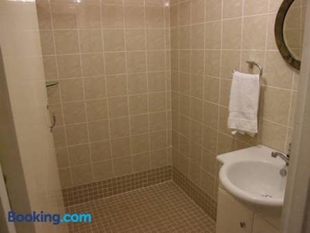 Bluewater Lodge - Hostel - Nadi - Bathroom